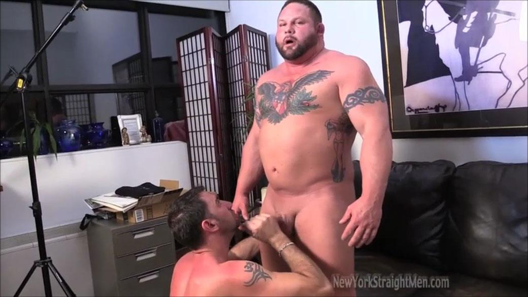 New-York-Straightmen-Magnus-Straight-Chubby-Bodybuilder-Getting-Gay-Blowjob-Amateur-Gay-Porn-17 Straight Chubby Bodybuilder Magnus Gets A Blowjob From A Gay Guy