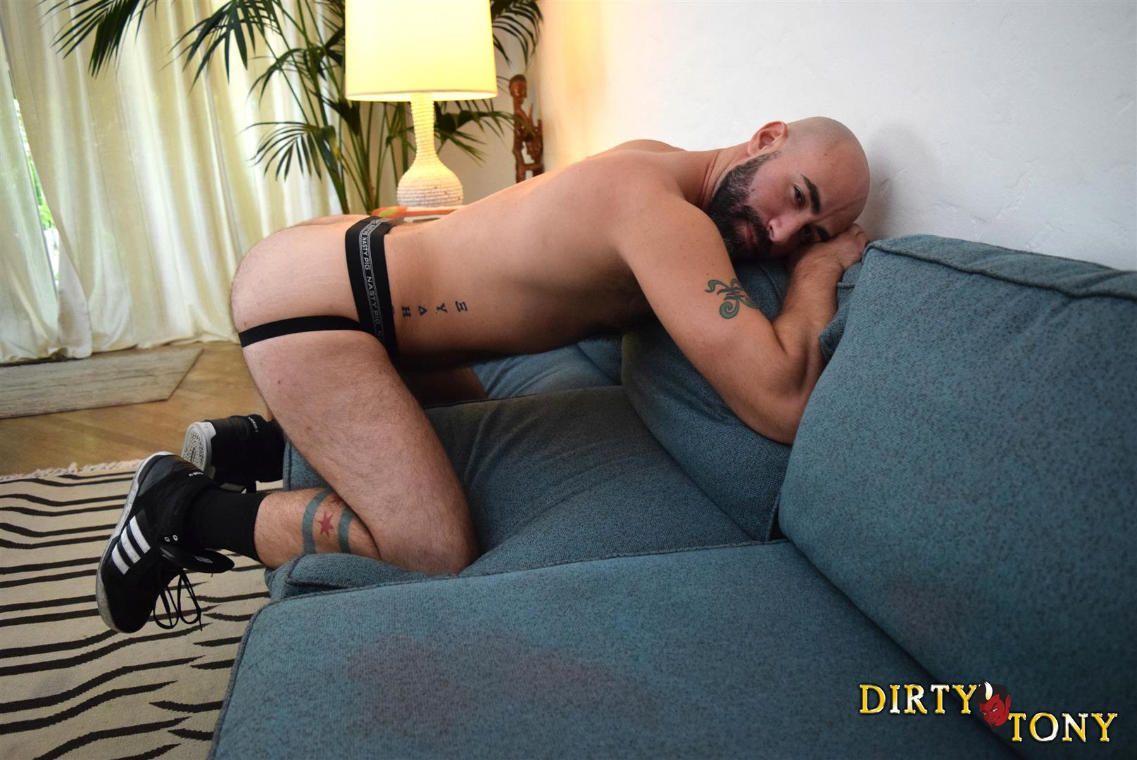 Dirty-Tony-Damon-Andros-Hairy-Otter-With-A-Thick-Cock-Amateur-Gay-Porn-02 Jocked Up Furry Otter Stroking His Thick Cock